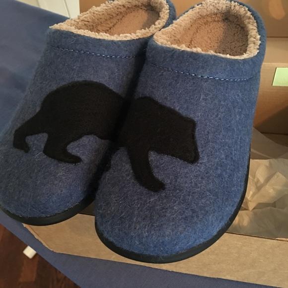d99518602bf4 LL Bean Women s Bear Print Slippers